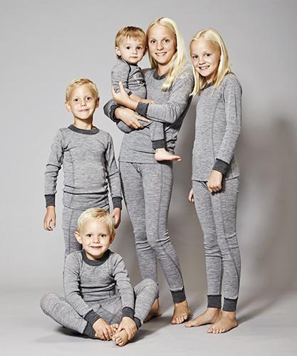 99b82859698 Dame/Herre: For den voksne kvinde/mand er ulden også et naturligt valg.  Uldens unikke egenskaber kommer til sin ret ved fx skiløb og jagt, mens det  også er ...