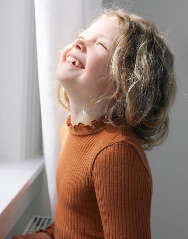 Merino trøje med bølge kanter til børn Karamel